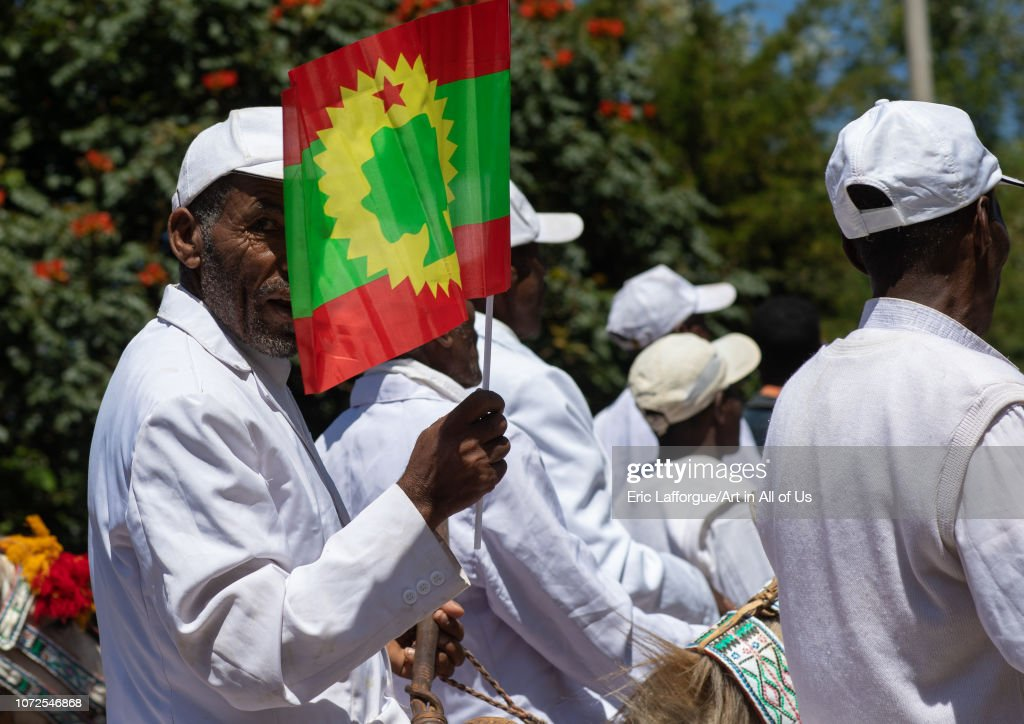 Ethiopian man holding a flag of the oromo liberation front party