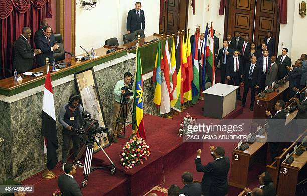 Ethiopian Prime Minister Hailemariam Desalegn claps along side Egyptian President Abdel Fattah AlSisi after the latters address to the Ethiopian...