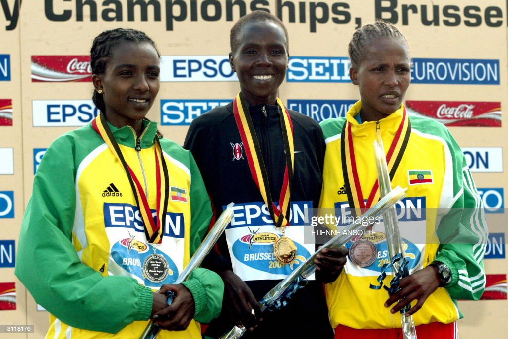 (L to R) Ethiopian second-placed Tirunes : News Photo