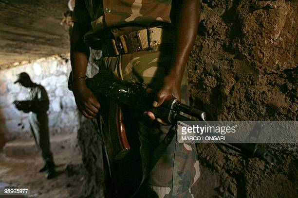 Ethiopian soldiers are seen on duty 20 November 2005 inside a trench dug on a hilltop overlooking the northern Ethiopian town of Badme in the Tigray...