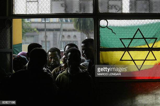 Ethiopian students wait in line 15 May 2005 in a polling station at the Addis Ababa University Ethiopia Ethiopians flocked to the polls on Sunday to...