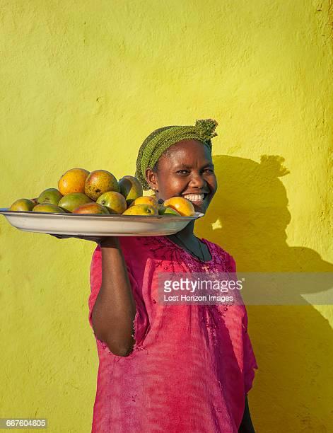 ethiopian woman selling mangoes, addis ababa, ethiopia - addis ababa stock pictures, royalty-free photos & images