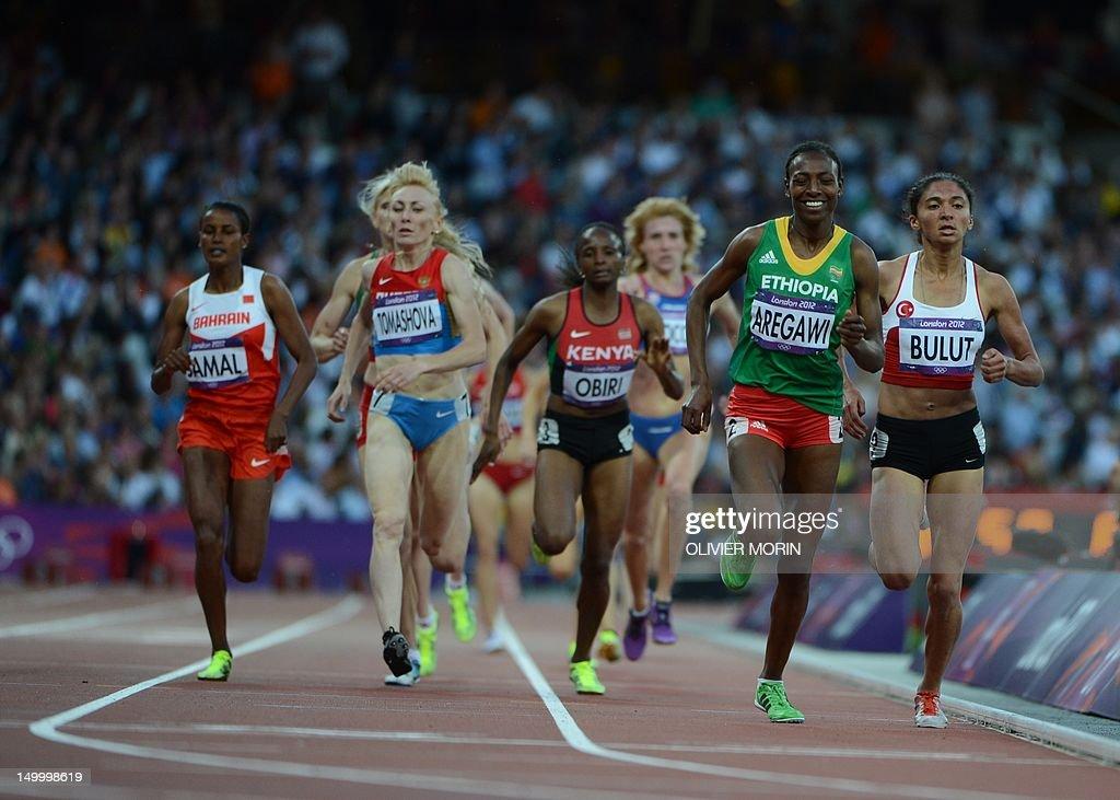 Ethiopia's Abeba Aregawi (2R) and Turkey : News Photo