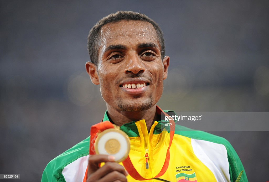 Ethiopia's Kenenisa Bekele poses on the : News Photo