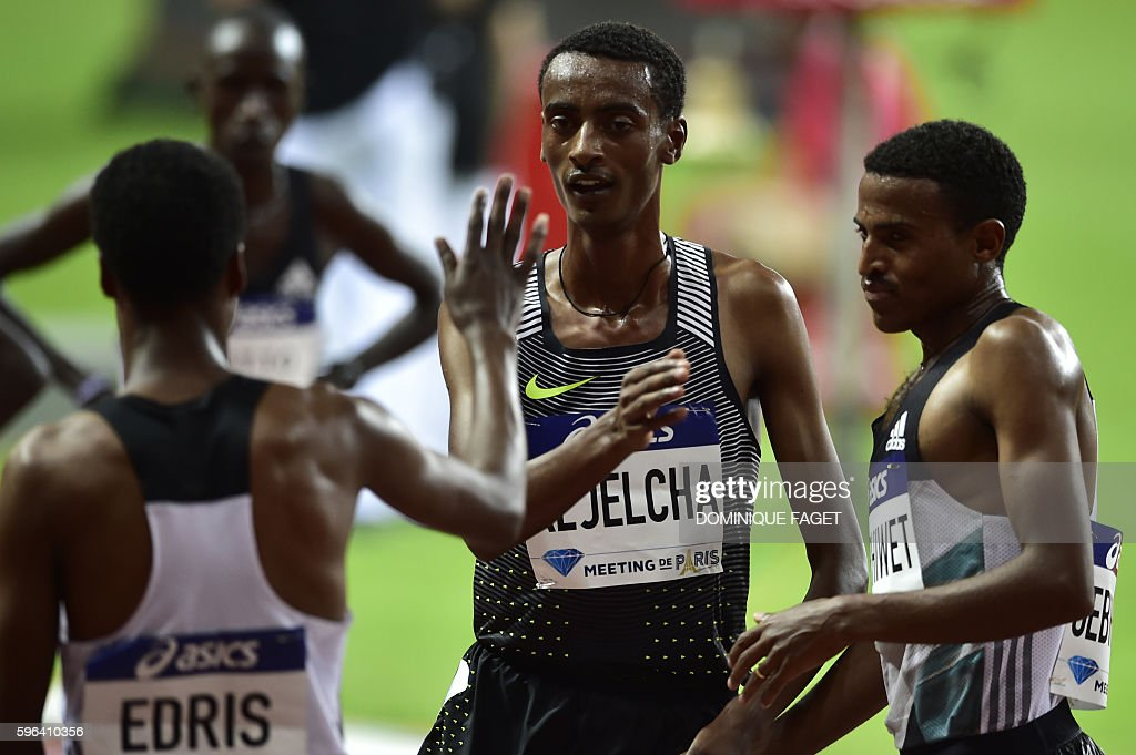 Ethiopia's men's 3000m runner Yomif Kejelcha (C) reacts at the IAAF Diamond League athletics meeting in Saint-Denis, near Paris, on August 27, 2016. / AFP / DOMINIQUE