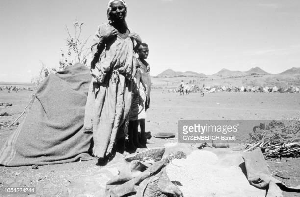 Ethiopie mai 1983 La population de la province de Gondar touchée par la famine Ici une femme et son enfant au camp de réfugiés