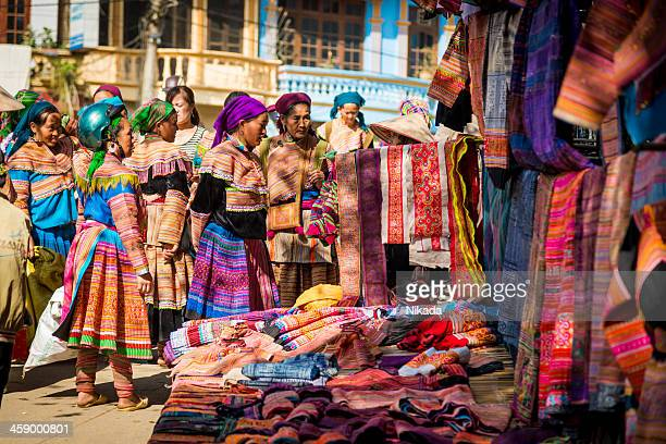 ethnic minority people at market, vietnam - sapa stock pictures, royalty-free photos & images