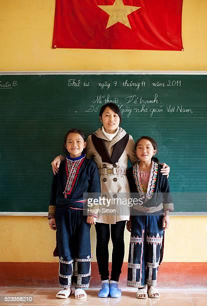 ethnic minority school in sapa, vietnam - hugh sitton stockfoto's en -beelden