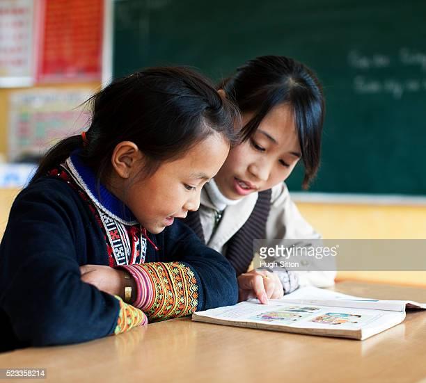 ethnic minority school in sapa, vietnam - hugh sitton 個照片及圖片檔