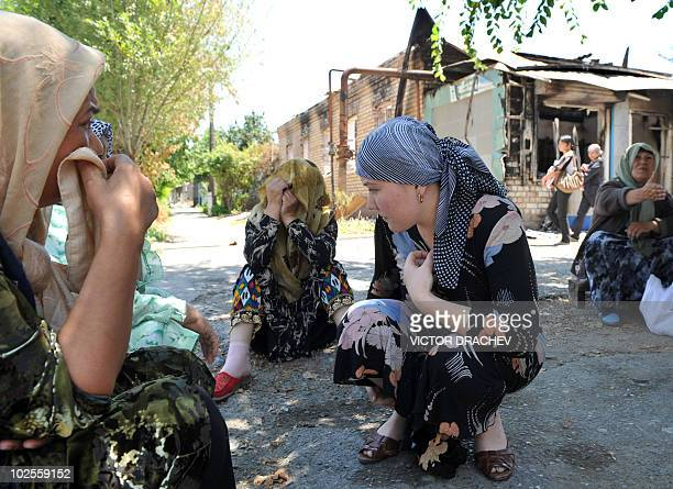 Ethnik Uzbek women sit outside their houses in Osh on June 26, 2010. Kyrgyzstan is to hold on June 27 a referendum on a new constitution, defying...