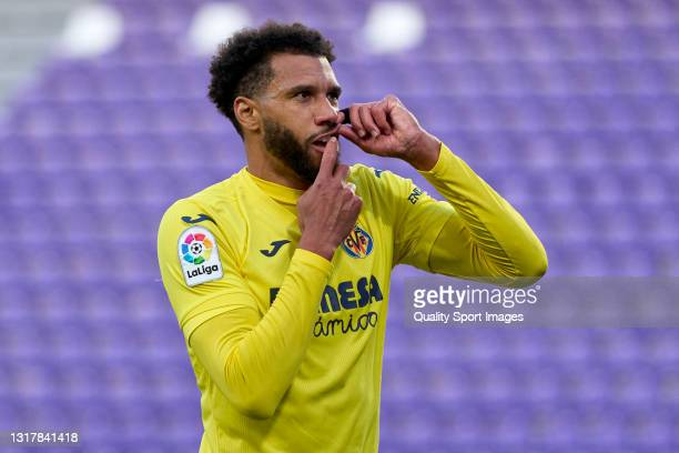 Etienne Capoue of Villarreal CF celebrates after scoring his team's second goal during the La Liga Santander match between Real Valladolid CF and...