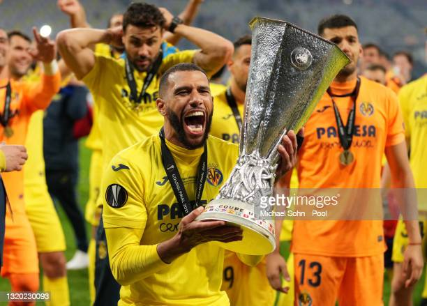 Etienne Capoue of Villarreal CF celebrates with the UEFA Europa League Trophy following the UEFA Europa League Final between Villarreal CF and...