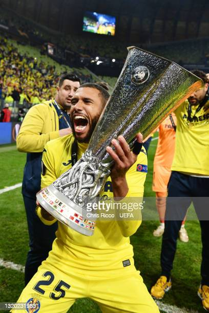 Etienne Capoue of Villarreal CF celebrates with the UEFA Europa League Trophy following victory in the UEFA Europa League Final between Villarreal CF...
