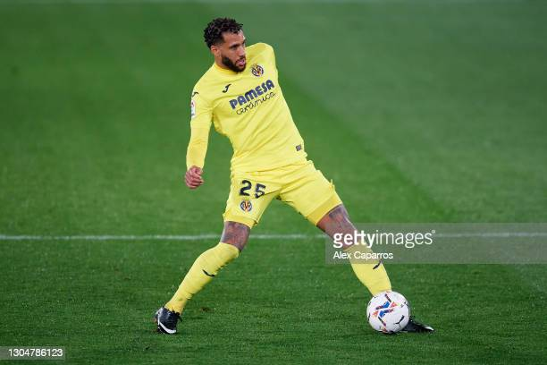 Etienne Capoue of Villarreal CF controls the ball during the La Liga Santander match between Villarreal CF and Atletico de Madrid at Estadio de la...