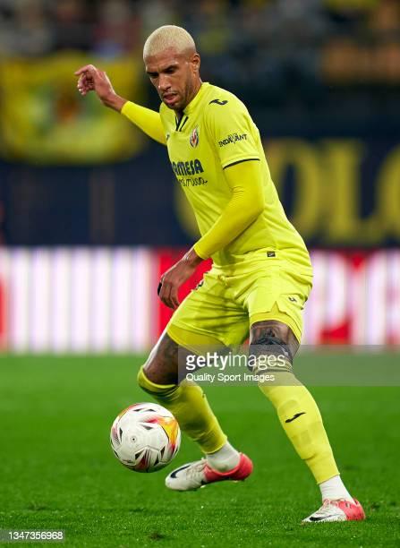 Etienne Capoue of Villarreal CF in action during the La Liga Santander match between Villarreal CF and CA Osasuna at Estadio de la Ceramica on...