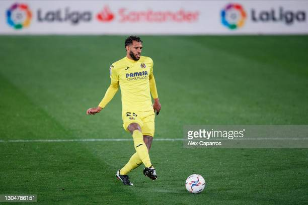 Etienne Capoue of Villarreal CF plays the ball during the La Liga Santander match between Villarreal CF and Atletico de Madrid at Estadio de la...