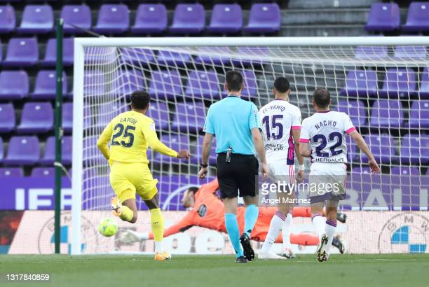Etienne Capoue of Villarreal CF scores their side's second goal past Roberto Jimenez of Real Valladolid during the La Liga Santander match between...