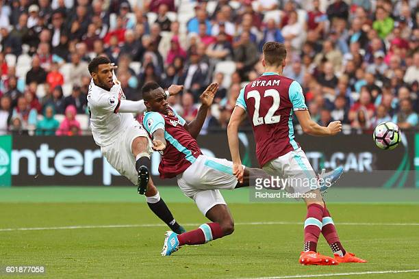 Etienne Capoue of Watford scores his sides first goal during the Premier League match between West Ham United and Watford at Olympic Stadium on...