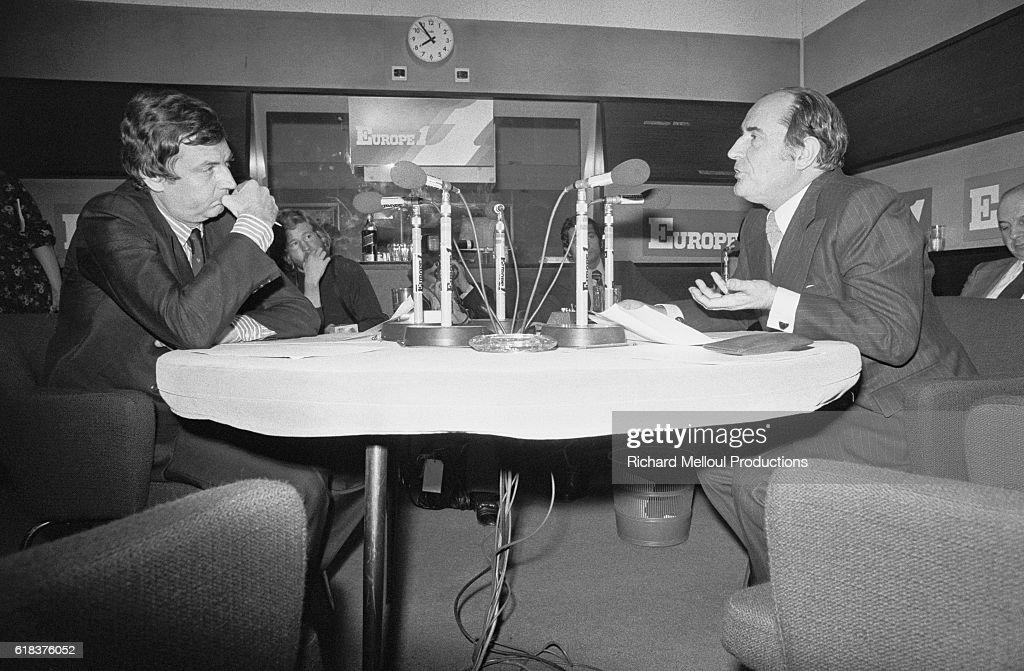 Etienne Mougeotte Interviewing Francois Mitterrand : Photo d'actualité