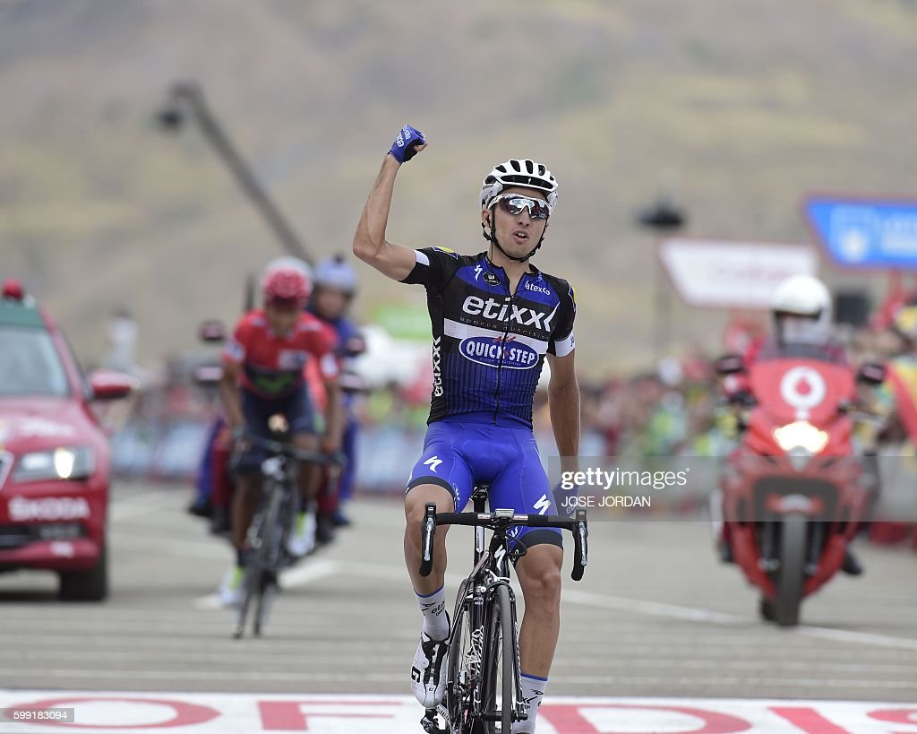 Etixx-Quick Step cyclist Gianluca Brambilla (R) celebrates winning as he crosses the finish line ahead of Movistar's Colombian cyclist Nairo Quintana during the 15th stage of the 71st edition of 'La Vuelta' Tour of Spain, a 120km route Sabinanigo to Formigal, on September 4, 2016. / AFP / JOSE