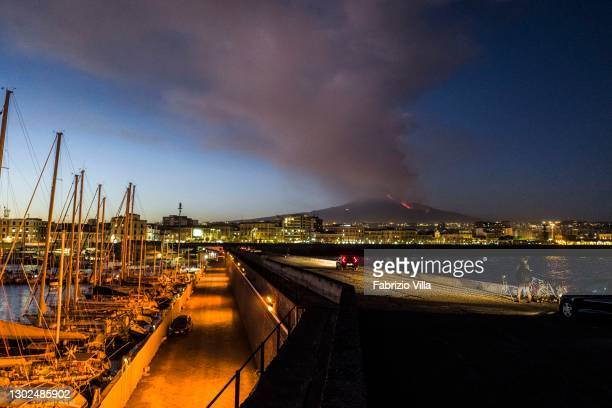 Etna, this afternoon, in full volcanic activity as seen from the port of Catania. The emission of a high cloud of lava ash dispersed southwards. Lava...