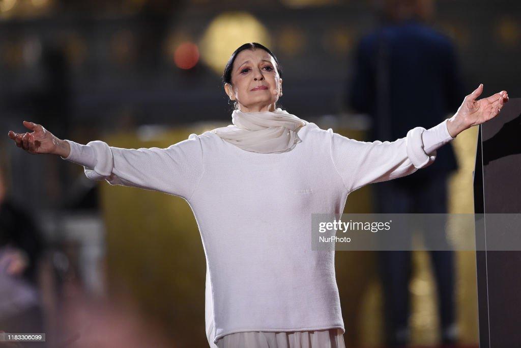 Carla Fracci Perform The 'Poema Della Croce' In Milan : Foto di attualità