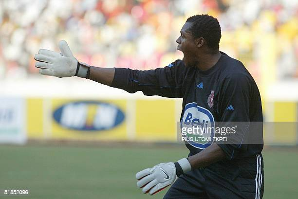 Etoile d' Sahel's goalkeeper Austine Ejide shouts for support from his defenders 12 December 2004 during the CAF Cup final match between Enyimba and...