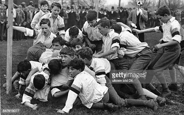 Eton students 'Field Game' of Eton students on 'St Andrew's Day' 1926 Published by 'Der Querschnitt' 9/1926 Vintage property of ullstein bild