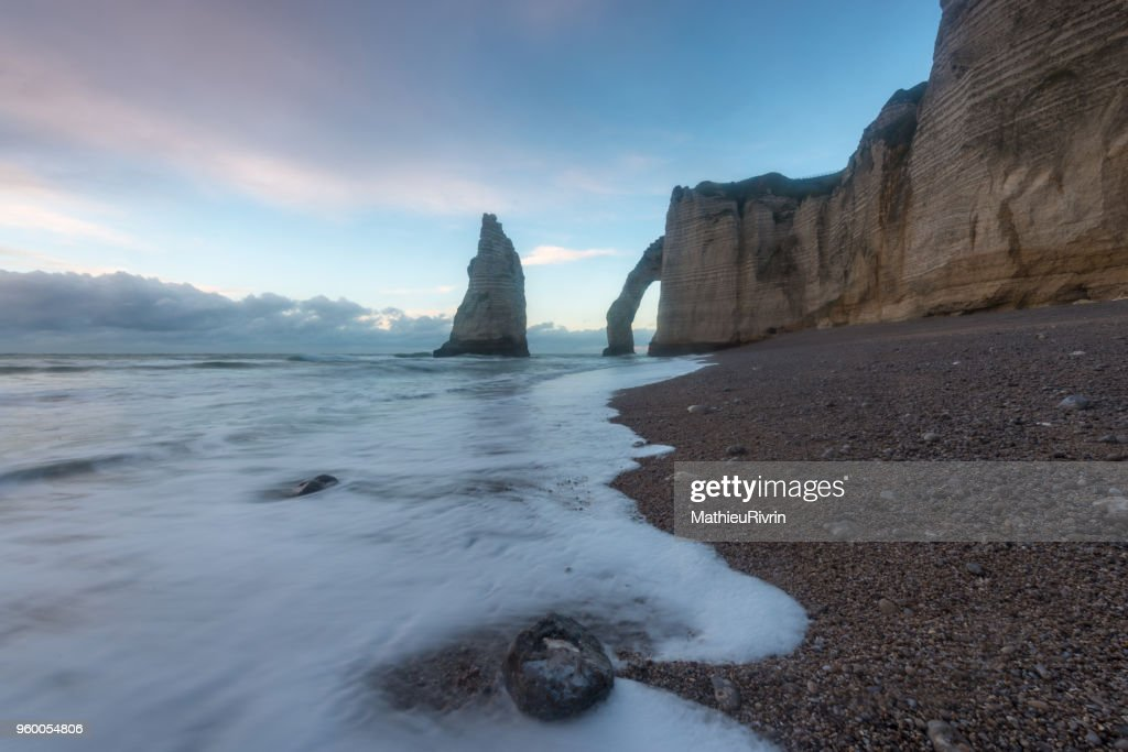 Etretat and the beautiful cliffs : Stock-Foto