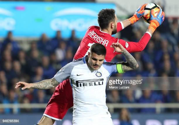 Etrit Berisha of Atalanta BC makes a save during the serie A match between Atalanta BC and FC Internazionale at Stadio Atleti Azzurri d'Italia on...