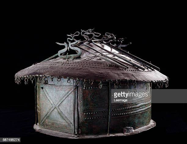 hut ashurn from the necropolis of Osteria Vulci 8th century BC 285 x 405 x 357 cm National Etruscan Museum of Villa Giulia Rome Italy