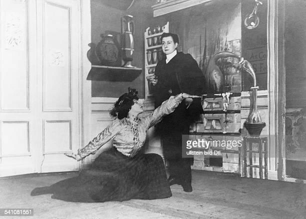 ette Sidonie Gabrielle *28011873Schriftstellerin FAuftritt auf der Bühne des Moulin RougePantomime mit der Marquise de Morny 1907