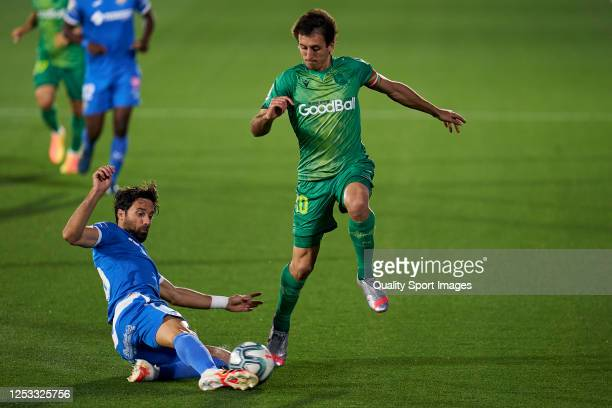 Etxeita of Getafe CF battles for the ball with Mikel Oyarzabal of Real Sociedad during the Liga match between Getafe CF and Real Sociedad at Coliseum...