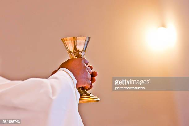 eucharist of our lord jesus christ - catholicism stock pictures, royalty-free photos & images