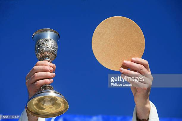 eucharist - communion stock pictures, royalty-free photos & images