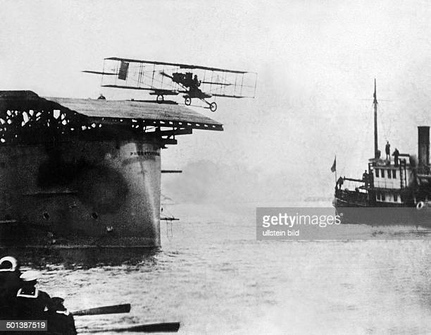 Eugene Burton Ely USAmerican aviator Ely leaving the USAmerican steamer 'Pennsylvania' with his plane to fly to San Francisco 1911 Published by...