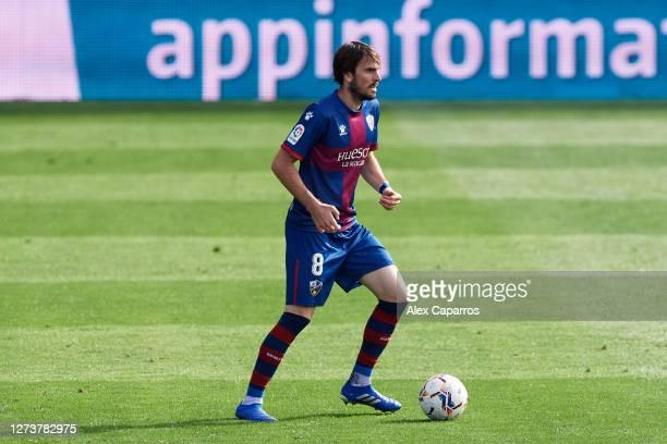 Eugeni Valderrama of SD Huesca controls the ball during the La Liga Santander match between SD Huesca and Cadiz CF at Estadio El Alcoraz on September...