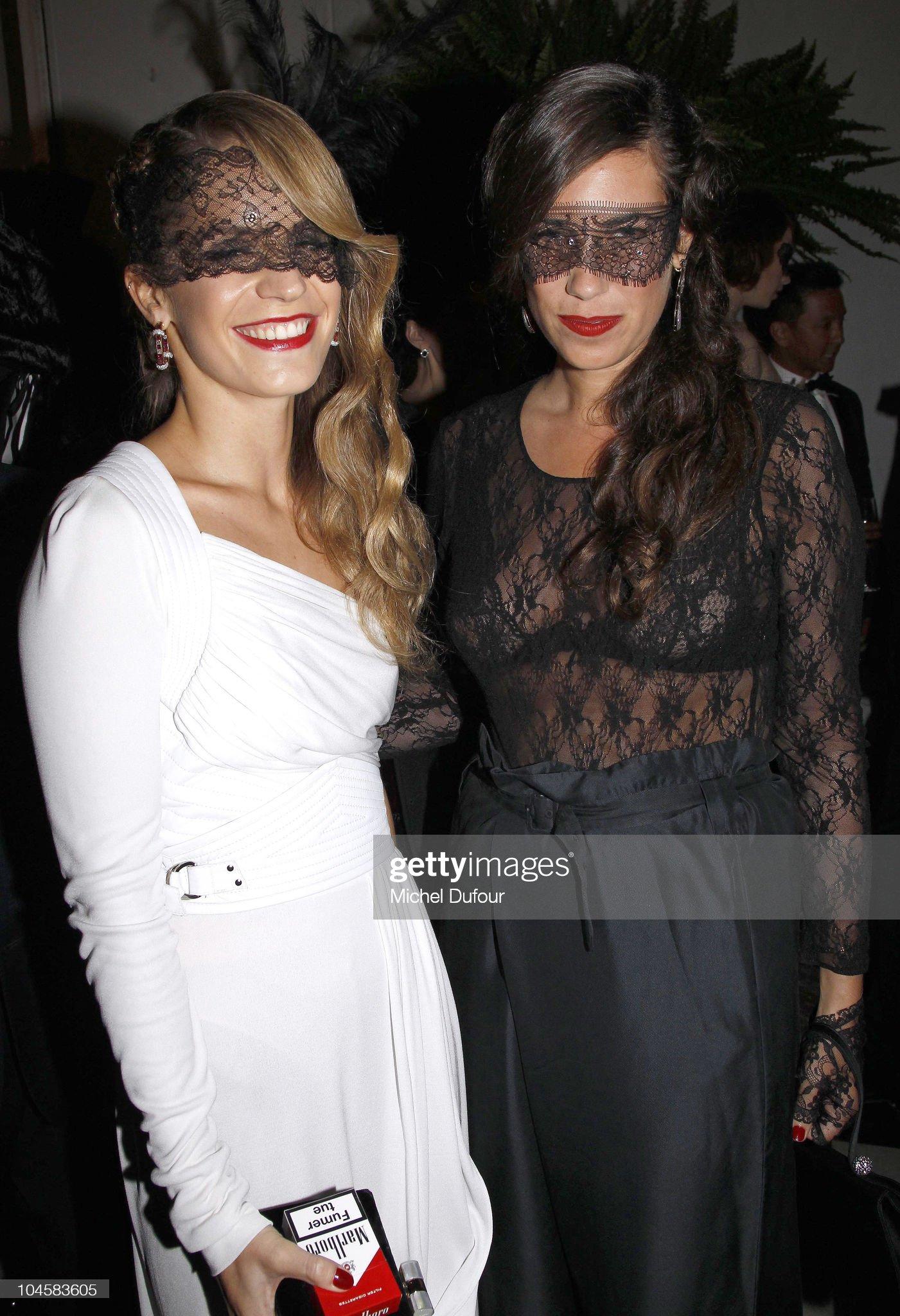 Vogue 90th Anniversary Party - Paris Fashion Week S/S 2011 - Photocall : News Photo