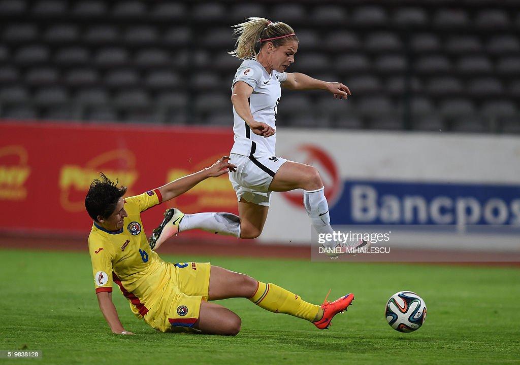 FBL-WOMEN-EURO-2017-ROU-FRA : News Photo