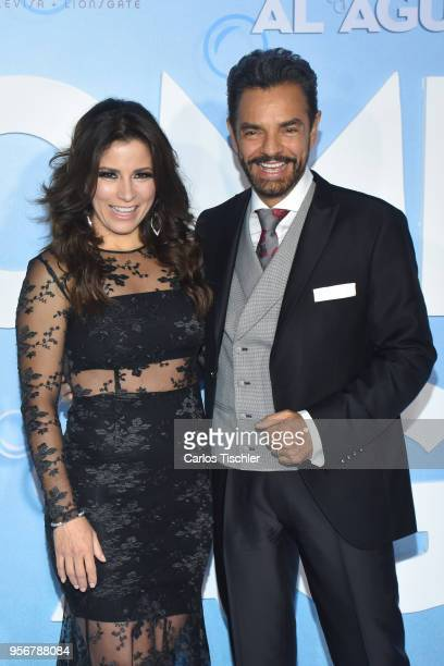 Eugenio Derbez and Alessandra Rosaldo pose for pictures during the 'Overboard ' Mexico City premiere at Cinemex Antara on May 8 2018 in Mexico City...