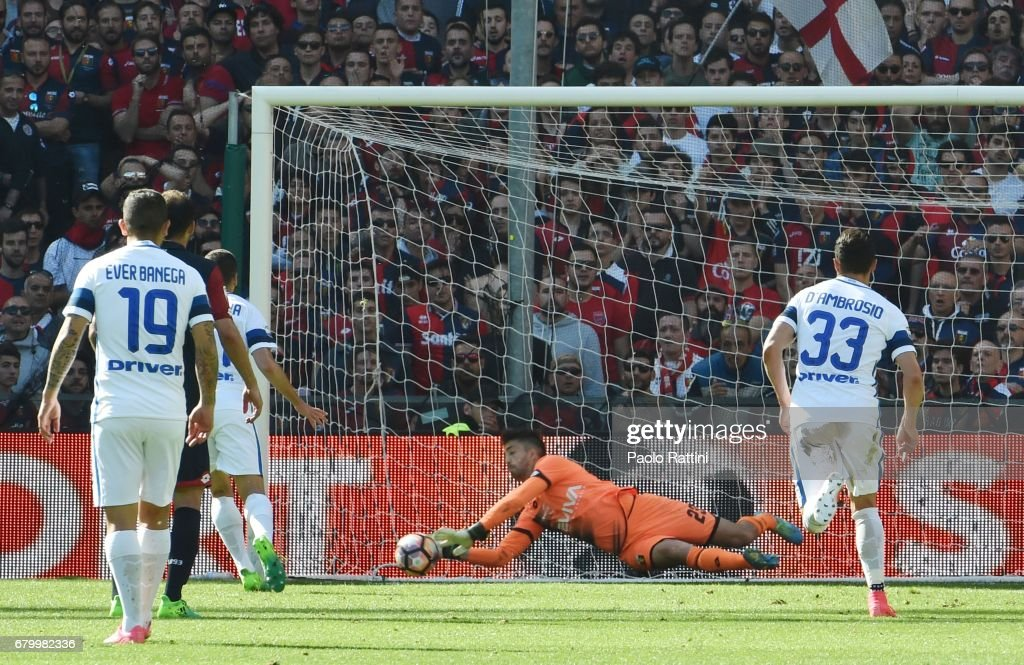 Eugenio Lamanna (Genoa) ward of the penalty during the Serie A match between Genoa CFC and FC Internazionale at Stadio Luigi Ferraris on May 7, 2017 in Genoa, Italy.