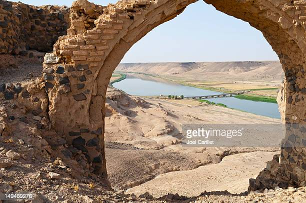 euphrates river and halabiye ruins - byzantine stock pictures, royalty-free photos & images