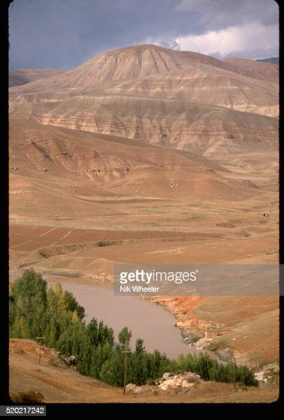euphrates river in turkey - euphrates river stock pictures, royalty-free photos & images