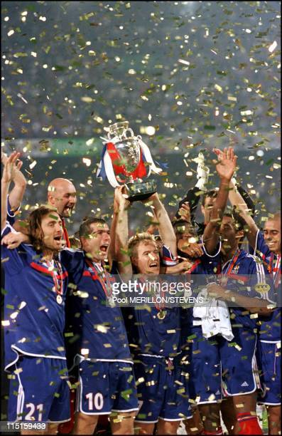 Euro 2000 French team receive the cup in Rotterdam Netherlands on July 02 2000 Roger Lemerre coach of French team
