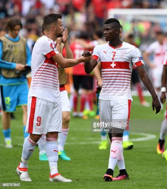 FUSSBALL Euro 2016 GRUPPE Albanien Schweiz Haris Seferovic und Breel Embolo jubeln nach dem Abpfiff