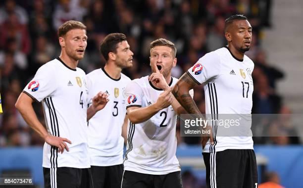 FUSSBALL Euro 2016 GRUPPE C in LILE Deutschland Ukraine Benedikt Hoewedes Jonas Hector Shkodran Mustafi und Jerome Boateng