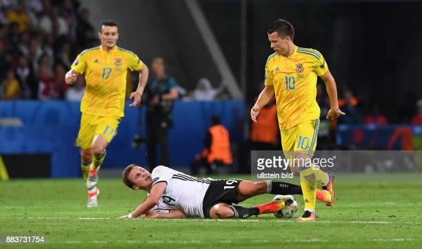 FUSSBALL Euro 2016 GRUPPE C in LILE Deutschland Ukraine Mario Goetze gegen Artem Fedetskiy und Viktor Kovalenko