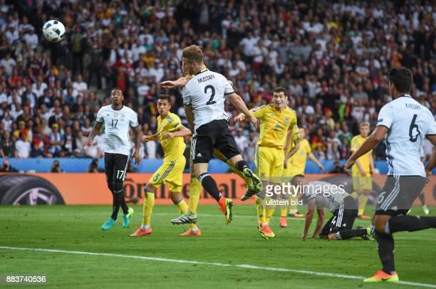 FUSSBALL Euro 2016 GRUPPE C in LILE Deutschland Ukraine Shkodran Mustafi erzielt per Kopf das Tor zum 10