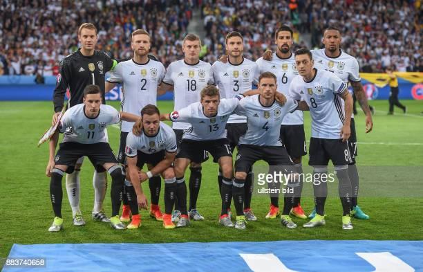 FUSSBALL Euro 2016 GRUPPE C in LILE Deutschland Ukraine Teamfoto Deutschland hintere Reihe von links Torwart Manuel Neuer Shkodran Mustafi Toni Kroos...