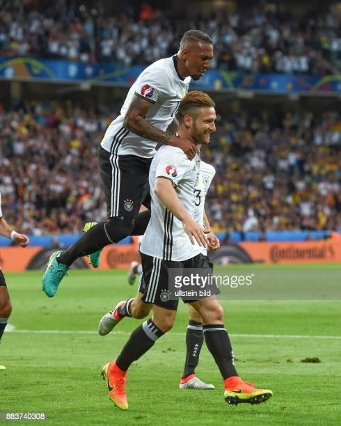 FUSSBALL Euro 2016 GRUPPE C in LILE Deutschland Ukraine 0 Jerome Boateng und Torschuetze Shkodran Mustafi